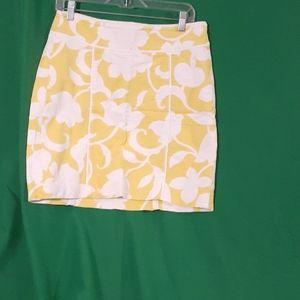 Ann taylor sz 8 yellow and white floral midi skirt